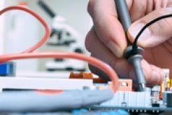 tecnico-en-soportes-electricos-electronicos_panel-derecho-1024x1024